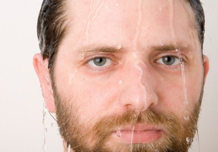is it better to shave with hot or cold water